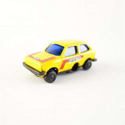 ford-fiesta-jaune-taille-crayon-vintage-base