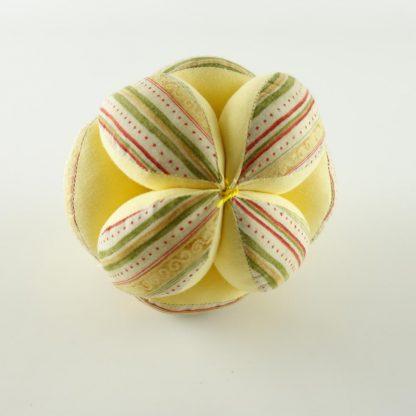 balle-sensorielle-montessori-jaune-pastel-2