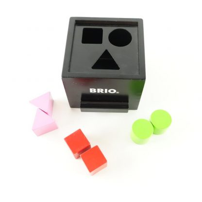 boite-a-formes-laquee-noire-brio-1