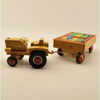 tracteur-vintage-en-bois-avec-remorque-de-cubes-heros-base