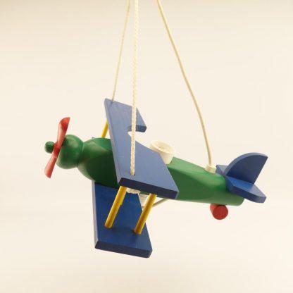 suspension-avion-coloree-en-bois-2