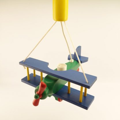 suspension-avion-coloree-en-bois-3